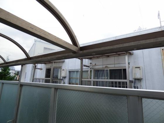 その他雨の日も安心の屋根付きです。