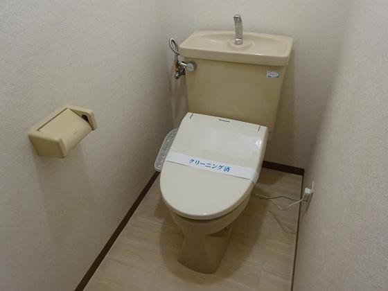 トイレ温水洗浄便座新規設置しました