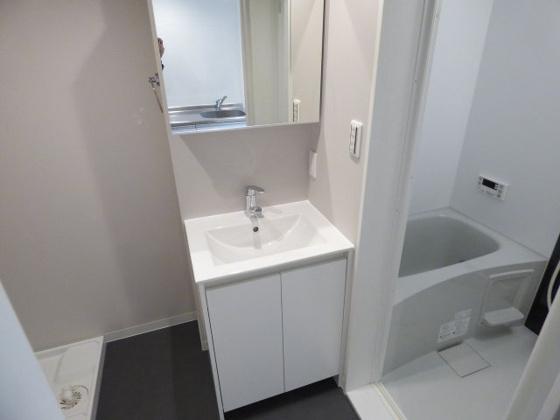 洗面所オシャレな独立洗面台です。