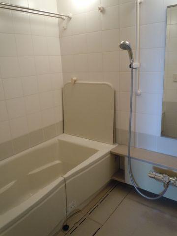 浴室広い浴槽です