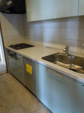 キッチン広いキッチンは食洗器付き、収納も多く料理がはかどります。