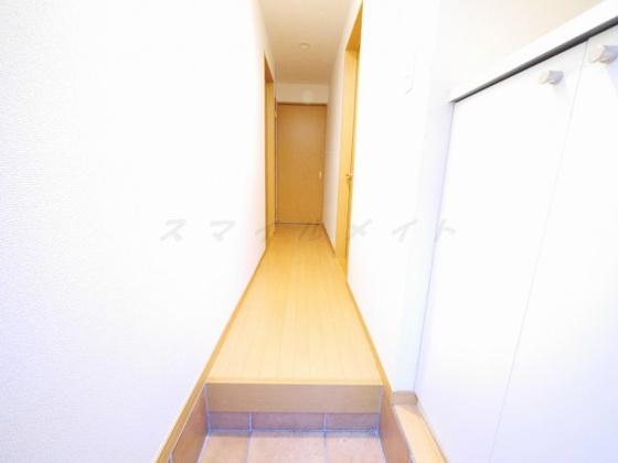 玄関広々とした明るい玄関・シューズボックス付きです。