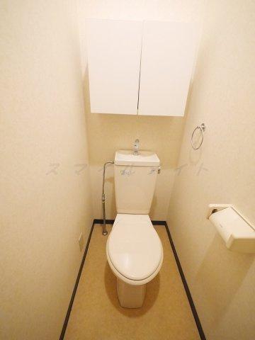 トイレ清潔感のあるトイレです。コンセントがありウォシュレット取付可