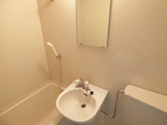 洗面所コンパクトでお手入れも簡単。