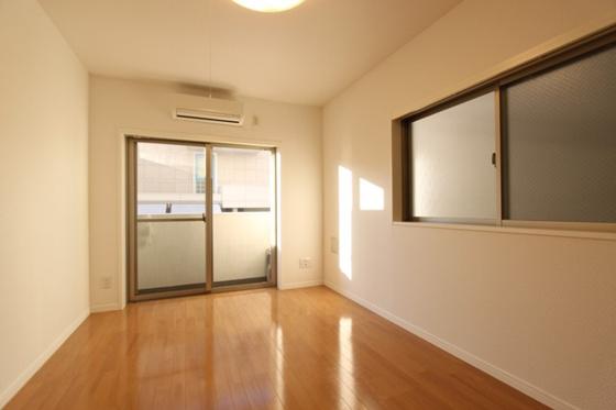 洋室7帖の居室