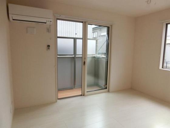洋室白を基調とした明るいお部屋となります