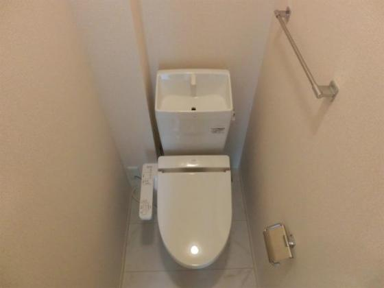 トイレ温水洗浄便座付のトイレ