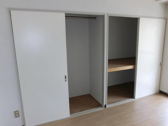 収納一面に広がる収納スペース
