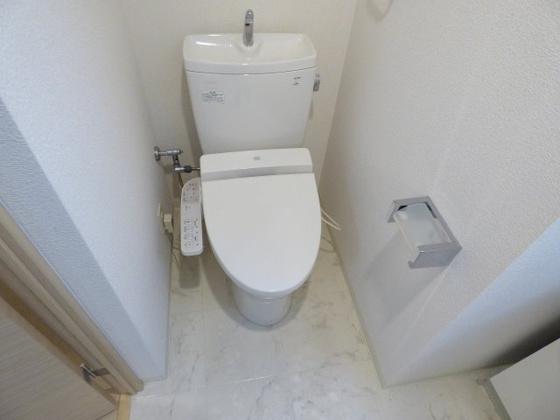 トイレ温水洗浄便座も付いていますよ。
