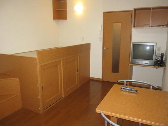 内装階段・ベット下は収納スペース
