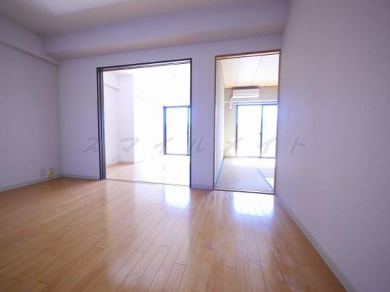 居間独立性の高い間取り・プライベート保たれます。
