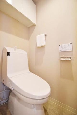 トイレトイレ 上部収納有り ウォシュレット付き
