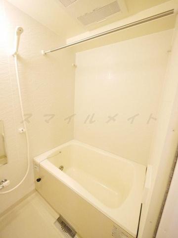 浴室雨の日も安心の浴室乾燥と経済的な追い焚き機能付きのバスです。