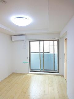 居間6.4帖の居室
