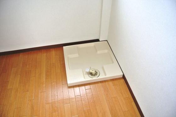 設備洗濯機は室内に置けますよ。