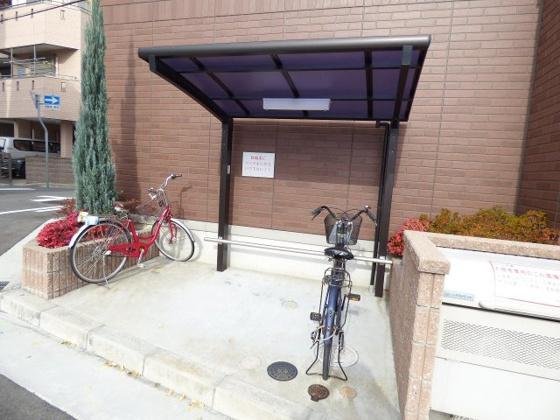 その他屋根付きの駐輪スペース。