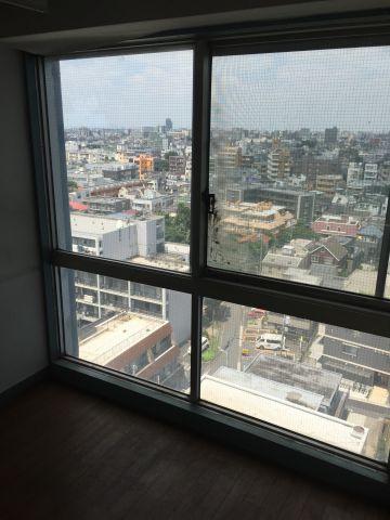 展望11階で3方位角部屋の室内は前面に高い建物が無い為、かなり遠くまで見渡せます。