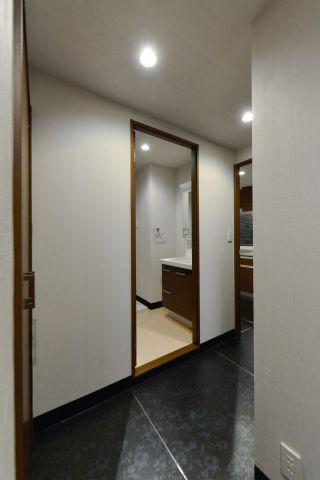 玄関玄関から廊下
