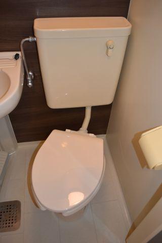 トイレ便座交換済み