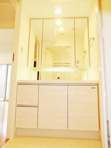 独立洗面台三面鏡付き洗面台