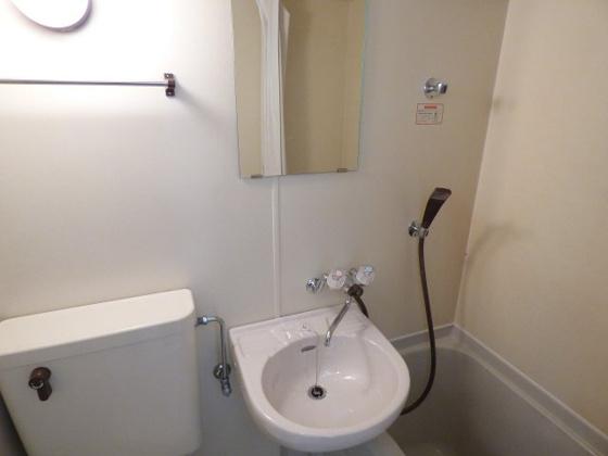 洗面所コンパクトながら洗面台も完備。