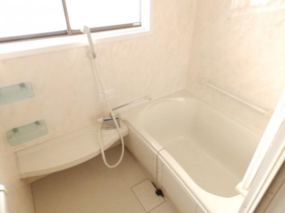 浴室お風呂には窓がついているので換気もバッチリ