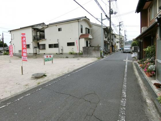 前面道路含む現地写真両面道路に面しています