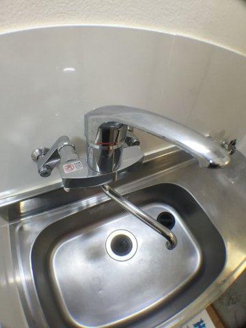 キッチン近年需要が高い、ワンハンドル混合水栓です。片手でらくらく操作!