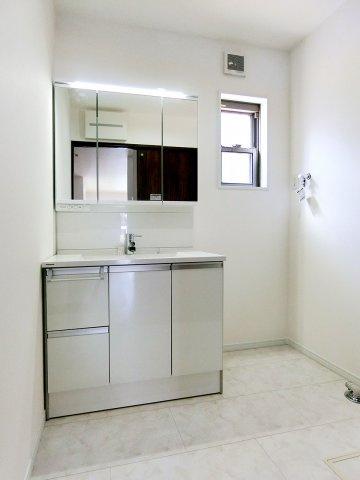 独立洗面台シャワー付き三面鏡洗面化粧台