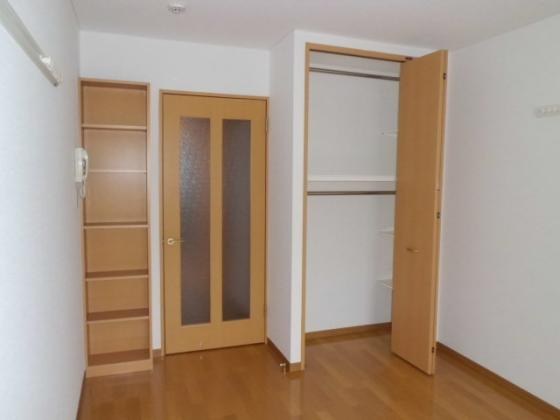 洋室9.9帖洋室その2・クローゼットと棚