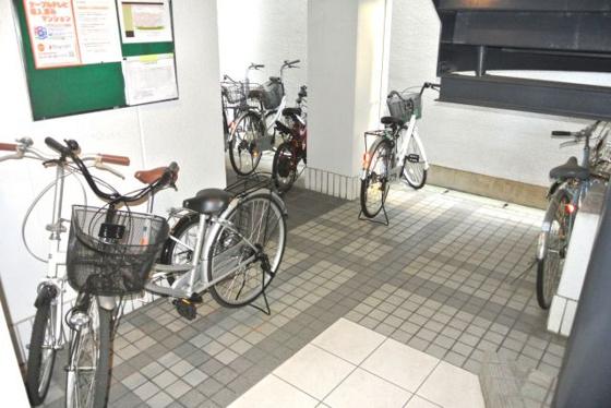 その他自転車はこちらへ置けますよ。
