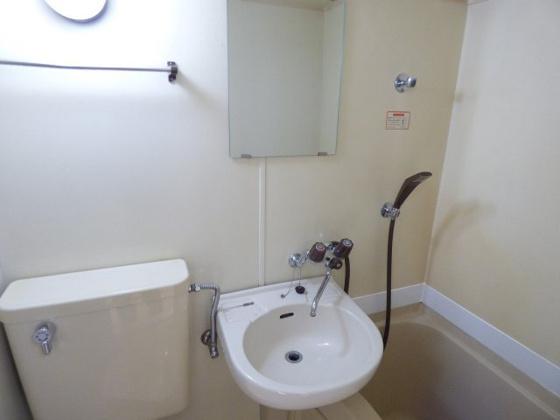 洗面所コンパクトでかわいい洗面台。