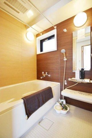 浴室バスルーム 浴室乾燥機能付 窓有
