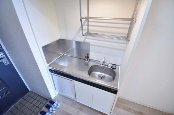 キッチンコンパクトながらも機能的。