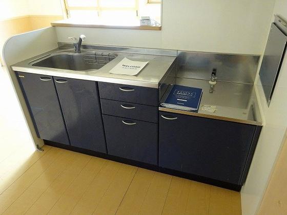 キッチン鮮やかなブルーのキッチン