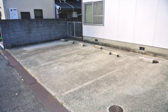 その他敷地内には駐車場もあります。