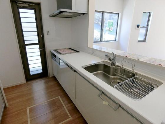 キッチンIHクッキングヒーター・食器洗乾燥機付きのシステムキッチン