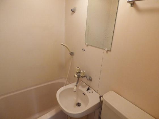 洗面所コンパクトながらも洗面台完備。