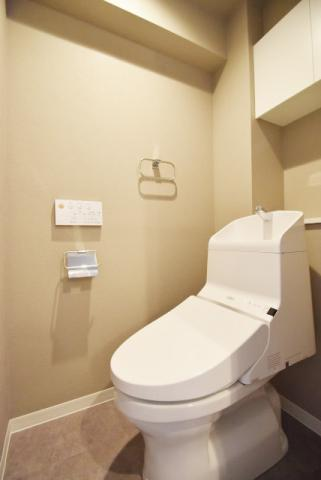 トイレトイレ ウォシュレット付 上部収納有り