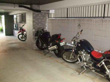 共有部分バイク駐輪場
