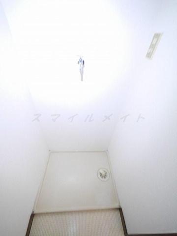 設備雨の日も安心の室内洗濯機置き場