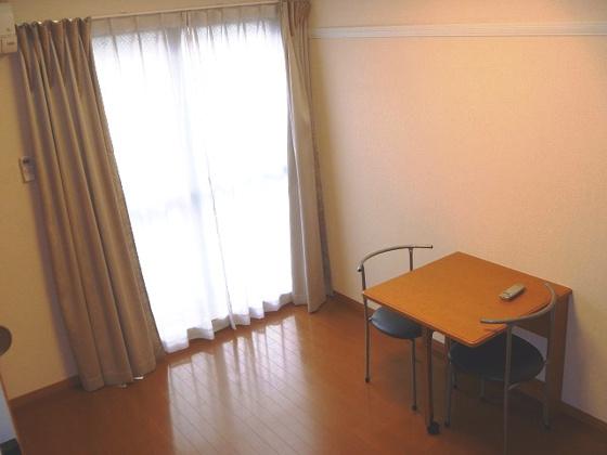 内装折りたたみ式テーブル:イス2脚付き