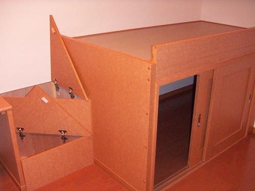 収納ベット・階段下は、収納部分