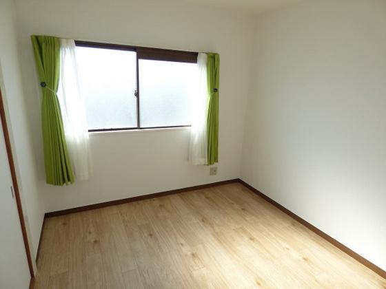 寝室ベッドルームにもピッタリの洋室。