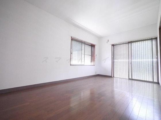 居間9帖の洋室は家具の配置も自在です