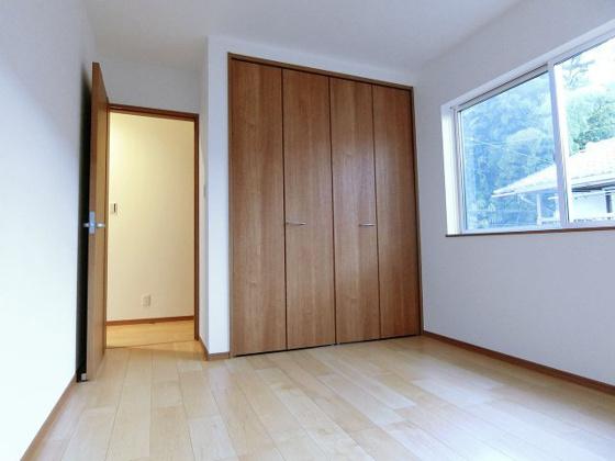 洋室2階洋室も収納しっかり完備