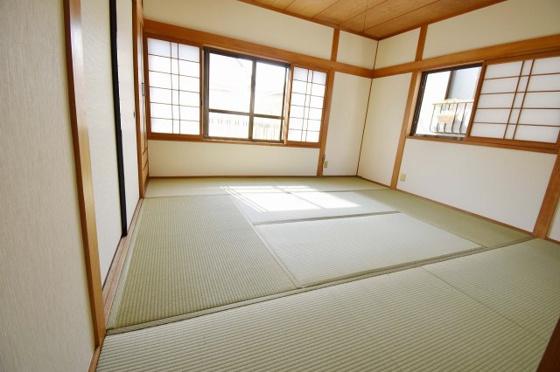 寝室2階には8帖の広い和室。