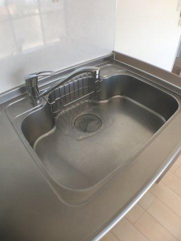 キッチン幅67cm×奥行き50cm。広く使え機能的なシンク。