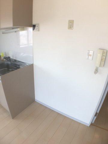 その他冷蔵庫置場。幅が126cm程あるので、ワゴンなども一緒に置くことが可能。