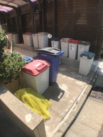 共有部分ゴミ置き場。